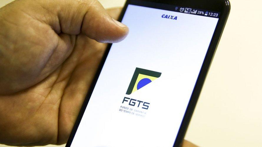 Trabalhadores já podem aderir a opção saque-aniversário do FGTS